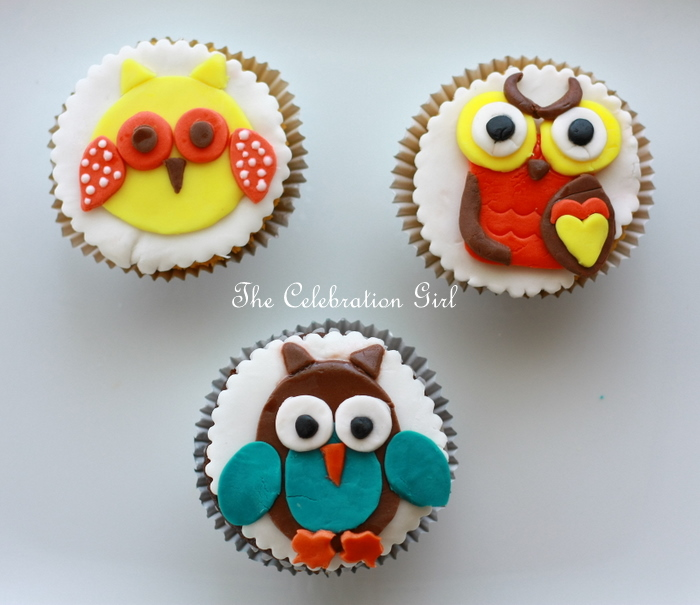 Cupcake Decoration Making : How to make Owl cupcake toppers with fondant - Marcela ...
